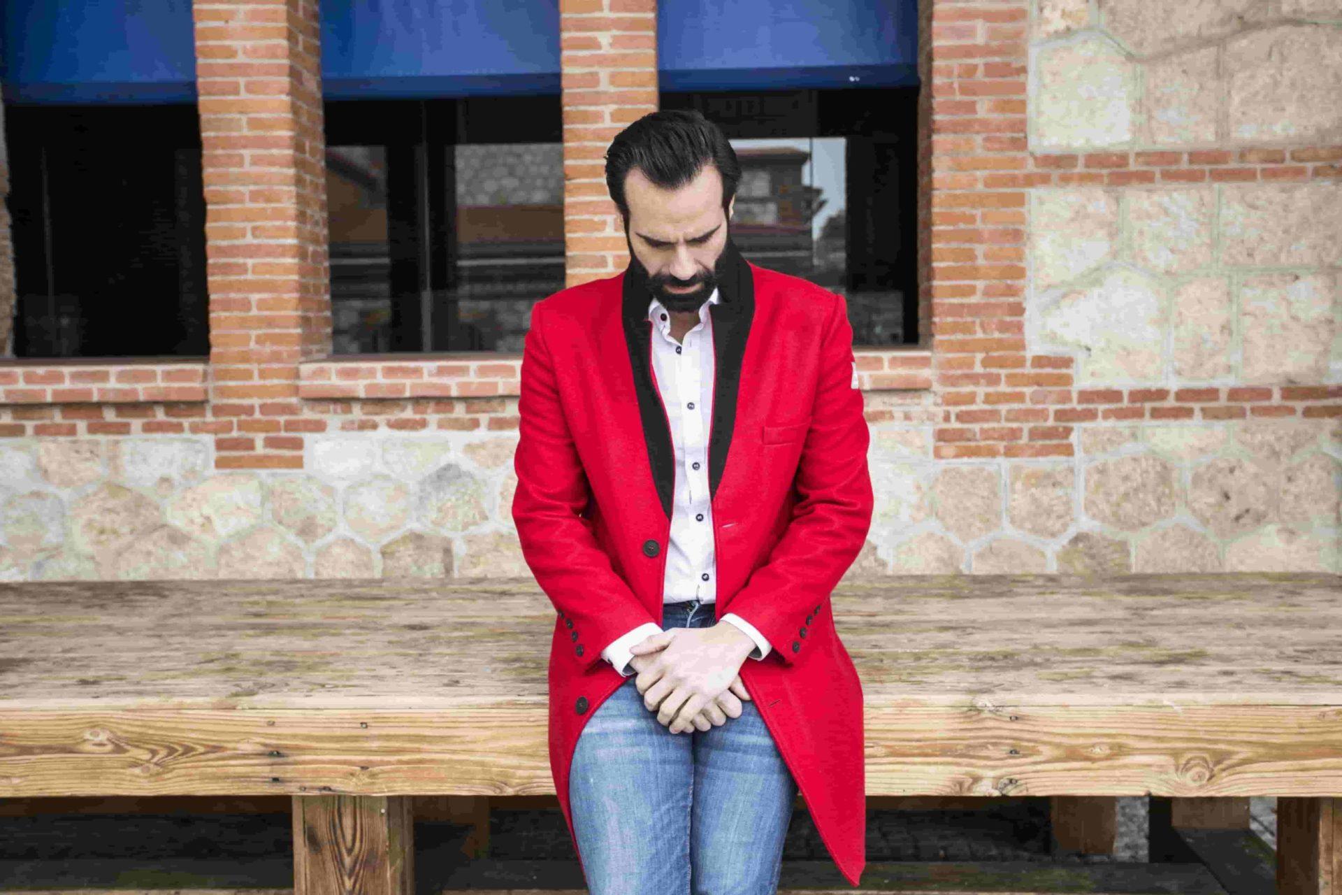 Cómo combinar un abrigo rojo: trucos que no fallan