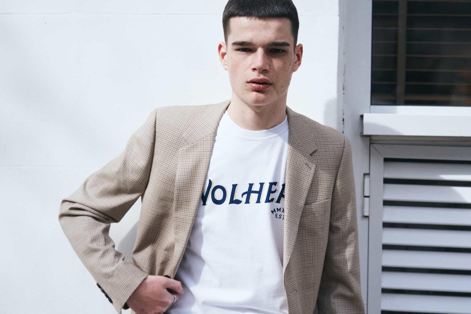 ¿Qué tipo de camisetas para hombre escoger? Estilos, cuellos y cortes